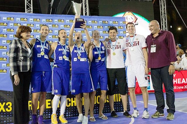 Russia celebrate being crowned European 3x3 basketball champions ©FIBA Europe/Oleksiy Naumov