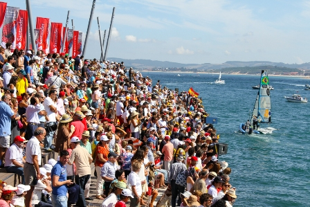 The Brazilians celebrate their 49erFX success in front of thousands of spectators ©ISAF