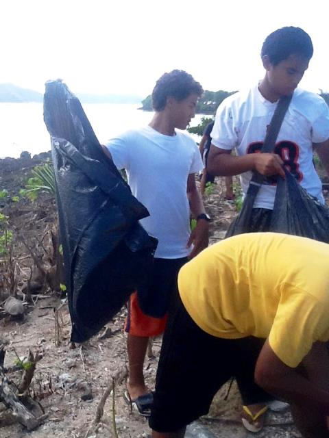 The clean-up operation took place around the Pala Lagoon lake in the Western District of American Samoa ©Facebook