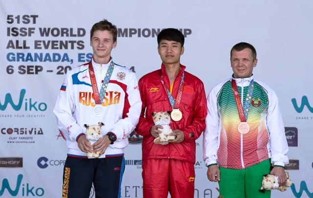 Yang stands atop the podium in Granada and is one of six shooters to book a place at Rio 2016 ©ISSF/Michael Schreiber
