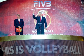 Dr Ary Graca, the FIVB President, addresses the crowd at the Opening Ceremony of the World Volleyball Championships in Poland ©Getty Images
