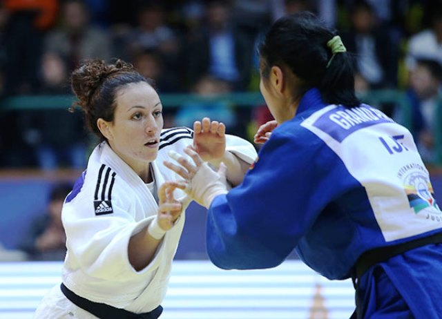 Andreea Chitu of Romania (left) won one of two gold medals for Romania on the first day of the judo Grand Prix in Tashkent ©IJF