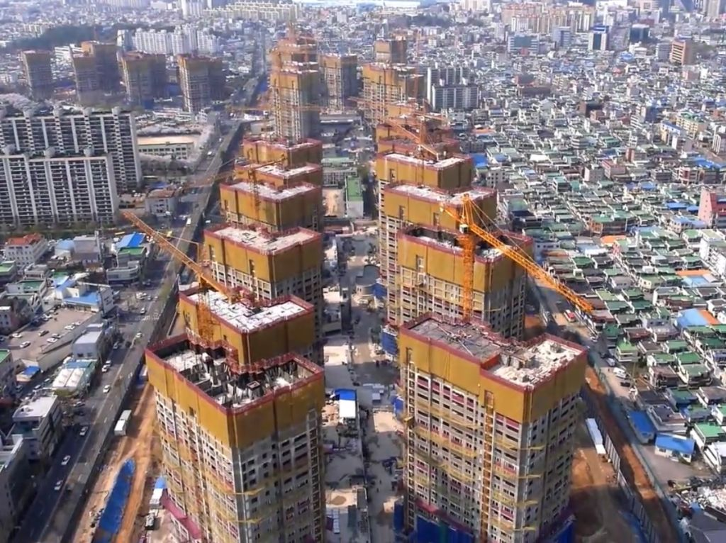 Construction is underway on 66 per cent of the Athletes' Village for Gwangju 2015 as organisers look to regenerate worn-out downtown apartments in an effort to reduce costs and produce a sustainable legacy for the Games ©Gwangju 2015