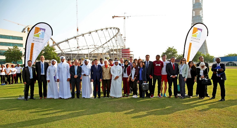 The IAAF Evaluation Commission and Qatari officials with local athletes, including World Indoor high jump champion Mutaz Barshim ©Doha 2019