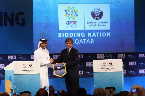 Harold Mayne-Nicholls (right) led FIFA's technical commission which assessed the Qatar 2022 bid ©Getty Images