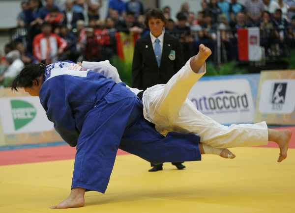 Japan's Sarah Asahina (left) claimed the gold medal in the women's 78kg category at the expense of Ukraine's Anastasiia Sapsai ©IJF