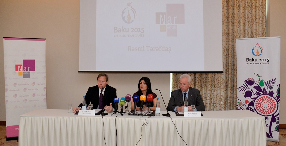 Kent McNeley (left), chief executive of Nar Mobile, and Simon Clegg (right), Baku 2015 chief operating officer, sit either side of Nigar Arpadarai, head of PR and corporate communications at Nar Mobile ©Baku 2015