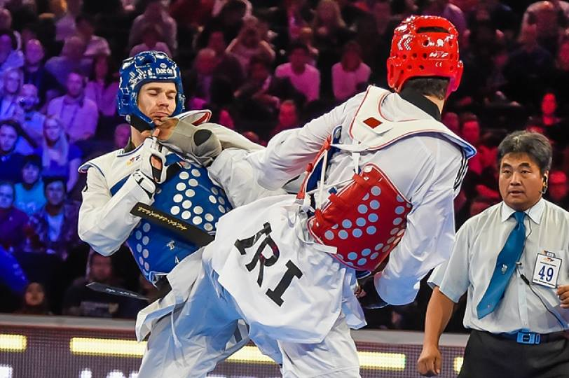 Iranian Mahdi Khodabakhshi (right) brought day two of the World Taekwondo Federation Grand Prix in Manchester to a close with a thrilling win in the mens under 80kg class against the Isle of Man's Aaron Cook ©WTF