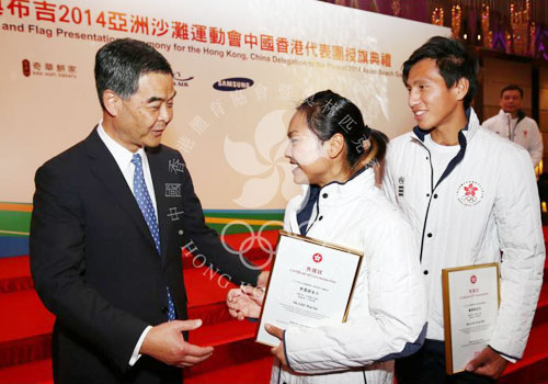 Members of the Hong Kong team meeting CY Leung, chief executive of the Hong Kong Special Administrative Region, following their success in Incheon ©Olympic Committee of Hong Kong