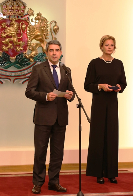 Bulgaria President Rosen Plevneliev (left) pictured with BOC President Stefka Kostadinova paid tribute to the role it plays in promoting the values and principles of Olympism ©BOC