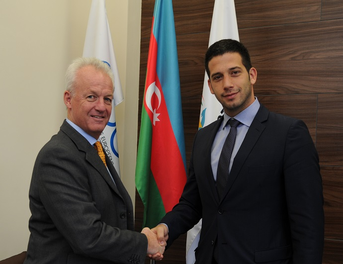 Simon Clegg, Baku 2015 chief operating officer, welcomes Vanja Udovičić, Serbia's Minister of Youth and Sports to the organisation's headquarters ©Baku 2015
