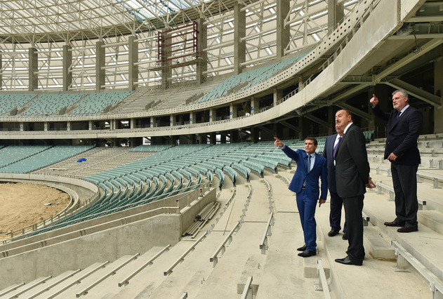 President Aliyev reviews construction progress at Baku's Olympic stadium  ©Getty Images