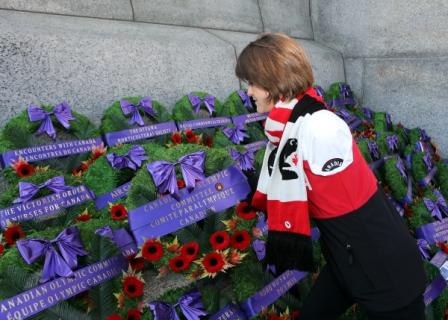 Caroline Bisson, Sochi 2014 Paralympian in Para-Nordic skiing, lays a wreath on behalf of Canadian Paralympic athletes at the Remembrance Day ceremony ©Greg Kolz