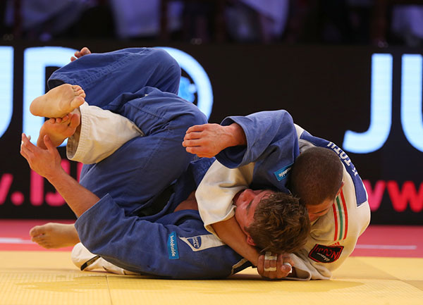 Hungary's Krisztian Toth narrowly got the better of The Netherlands' Noël Van 't End in the men's under 90kg category ©IJF