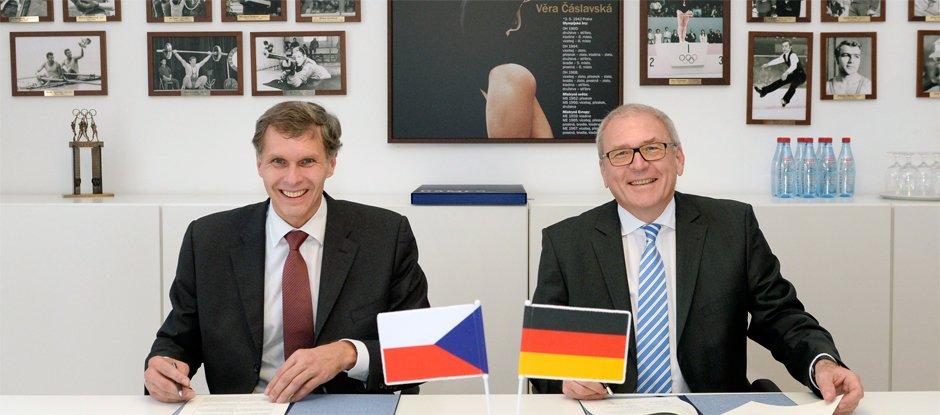 Jiří Kejval (left), President of the Czech Olympic Committee, and Michael Vesper (right), general director of the German Olympic Committee, attended the meeting ©Czech Olympic Committee