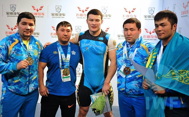 Kazakh weightlifters Zhassulan Kydyrbayev, the gold medallist, and Vladimir Sedov, the silver medallist, with their coaches moments after receiving their prizes ©IWF