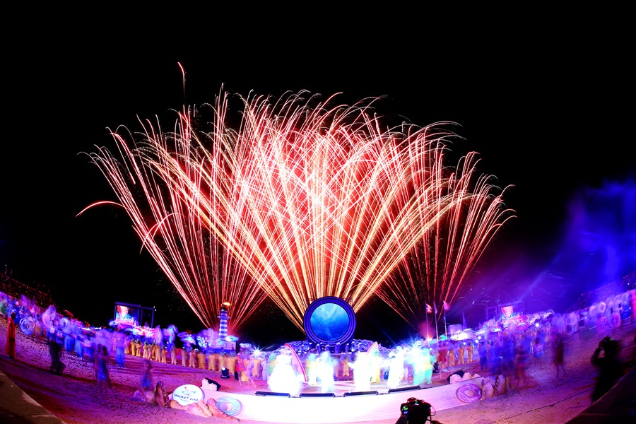 More fireworks ensued as the Phuket 2014 Asian Beach Games closed with a bang tonight ©Phuket 2014
