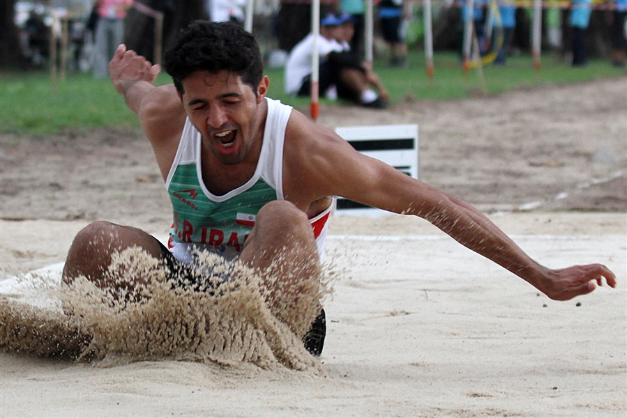 Sobha Taherkhani takes the first gold medal in beach athletics at an Asian Beach Games ©Phuket 2014