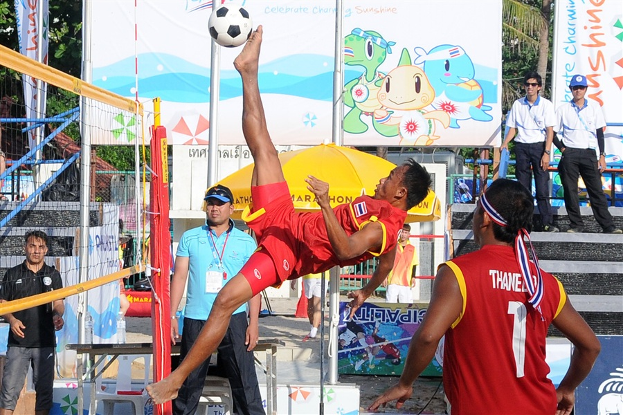 Thailand kicked, headed and flicked their way to kick volley gold over Iran ©Phuket 2014