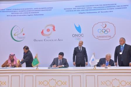 Turkmenistan President Gurbanguly Berdimuhamedow (centre) signs the Memorandum with Sheikh Ahmad Al-Fahad Al-Sabah (left) and Robin Mitchell ©Ashgabat 2017
