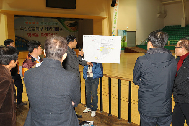 Gwangju 2015 secretary general Kim Yoon-suk led other members of the Organising Committee in an inspection of venues in Hwasun County ©Gwangju 2015