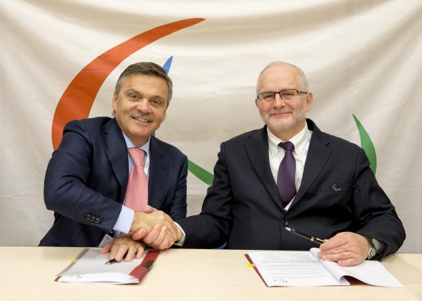 An MoU has been signed between the International Paralympic Committee and the International Ice Hockey Federation ©IOC