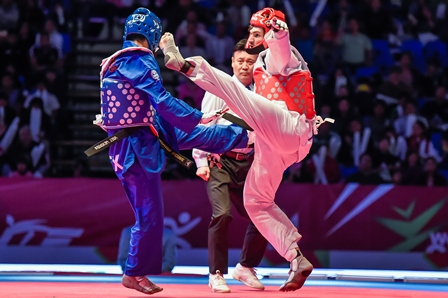 Mexico's men's team, fighting in blue, finished second in Group B ©WTF
