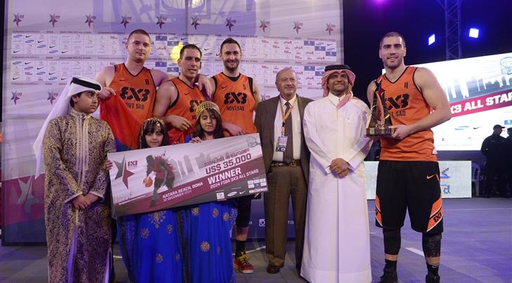Qatar Olympic Committee secretary general Sheikh Saoud Bin Abdulrahman Al-Thani with FIBA President Horacio Muratore and members of the winning team ©QOC