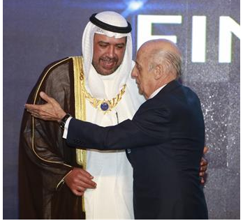 Sheikh Ahmad Fahad Al-Sabah is congratulated on receiving his special award from FINA President Julio César Maglione ©FINA