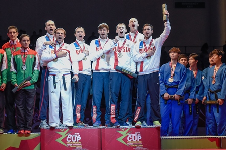 The Russian men's team sing their national anthem on the winner's podium ©WTF