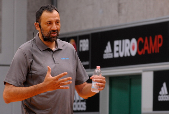 """Vlade Divac, the President of the Olympic Committee of Serbia, hit the """"Big Shot Jackpot"""" to raise $90,000 for charity ©Getty Images"""