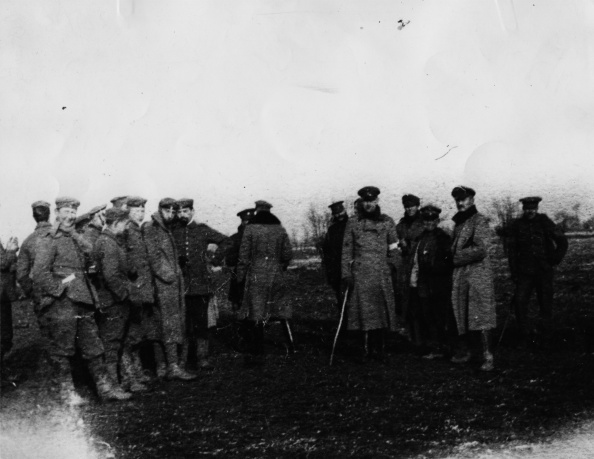 British and German soldiers fraternise on the Western Front during one of the unofficial Christmas Day 'truces' in 1914 ©Getty Images