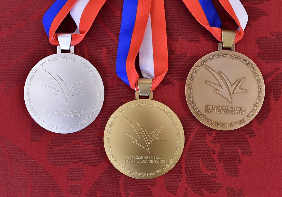 The medals for the European Youth Olympic Festival in Vorarlberg and Liechtenstein were shown to Austrian President Heinz Fischer ©EYOF2015