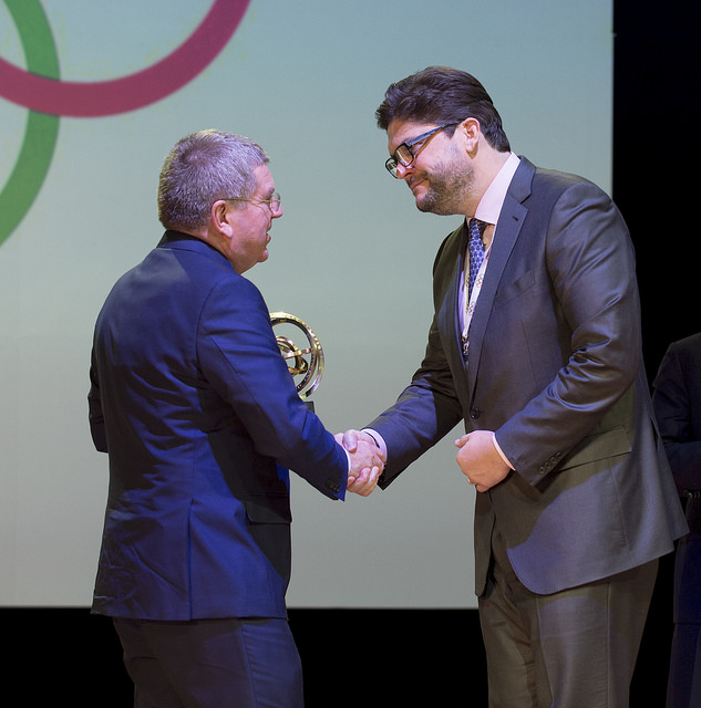 IOC President Thomas Bach presented the Golden Ring award for The Best Olympic Programme to NBC ©IOC