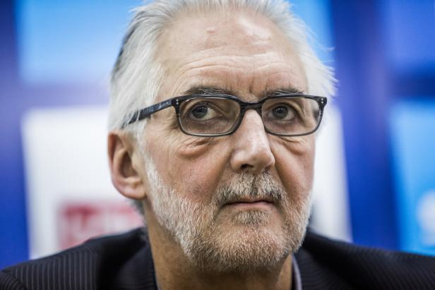 UCI President Brian Cookson is confident that cycling will be added to the Paralympic programme for Tokyo 2020 ©Getty Images