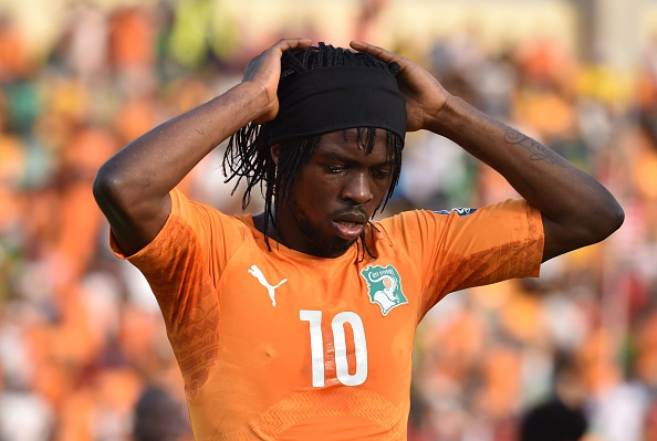 Gervinho suffered a moment of madness as he was given a straight red card for slapping Naby Keita ©Getty Images