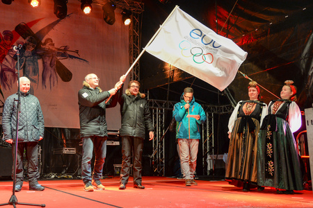 Karl Stoss and Leo Kranz, Presidents of the Austrian and Liechtenstein Olympic Committees respectively, wave the EOC flag before handing it over to the next EYOF winter edition hosts, Sarajevo and East Sarajevo ©ÖOC/GEPA