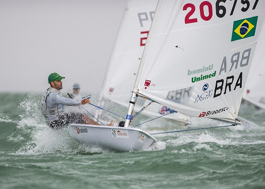 Bruno Fontes overcame the weather conditions to lead the Laser class ©ISAF