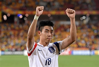 Lee Jeong-Hyop scored the only goal of a tight contest to seal top spot for South Korea