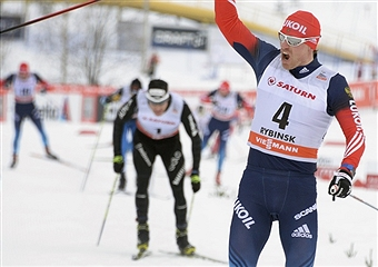 Maxim Vylegzhanin claimed victory in the mens skiathlon race to the delight of the home crowd in Rybinsk ©Getty Images
