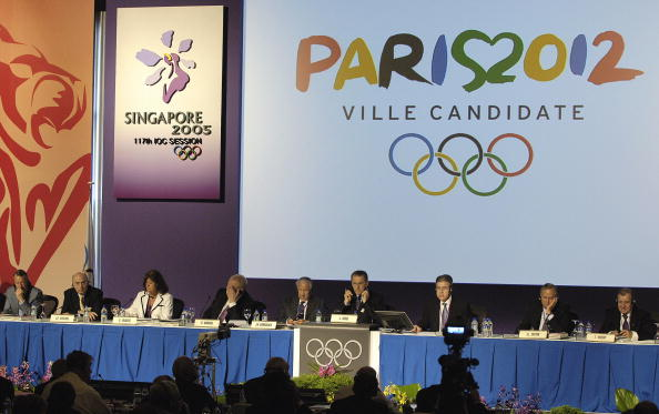Paris 2024 would seek to learn much from recent bidding contests, including from Paris's defeat to London in the race for 2012 ©AFP/Getty Images