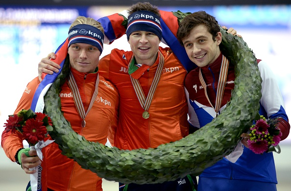 Sven Kramer (centre) celebrates with Koen Verweij (left) and Denis Yuskov (right) during the 2015 ISU European Speed Skating Championships medal ceremony ©Getty Images