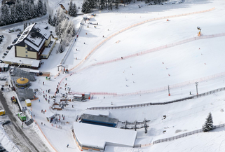 The snowboard parallel slalom took place at Latchal alley 40km away from Kreischberg ©FIS