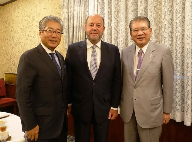 WKF President Antonio Espinos (centre) pictured with Japanese Olympic Committee President Tsunekazu Takeda and another official during his visit. The sport has received widespread support for its inclusion at Tokyo 2020 ©WKF