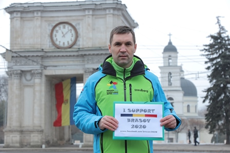 Valentin Chicu, a volunteer at the 2013 European Youth Olympic Festival in Brașov, demonstrated his backing at the National Assembly Square in Chișinău, Moldova ©Brasov 2020 Youth Olympic Games