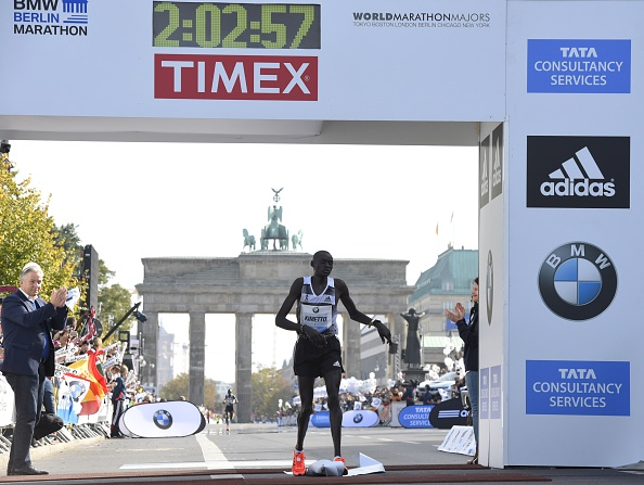 World record holder Dennis Kimetto will look to continue his 2014 form at the London Marathon ©Getty Images