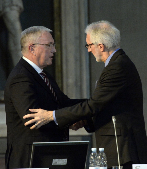 SKINS has previously helped Brian Cookson (right) successfully bid to replace Pat McQuaid (left) as President of the International Cycling Union ©Getty Images