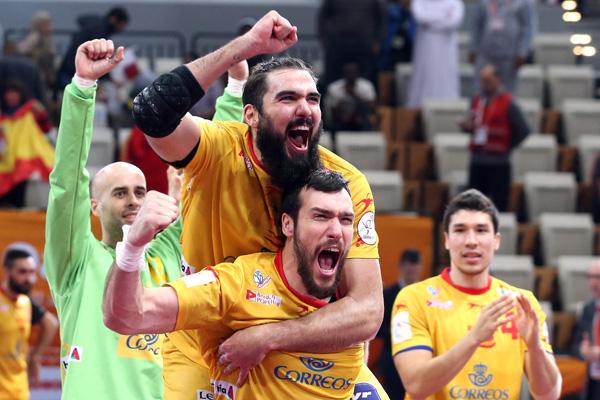 Defending champions Spain celebrate victory over hosts Qatar ©Qatar2015