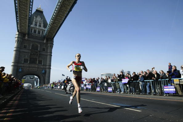 Radcliffe in her pomp - at the halfway point in the 2003 London Marathon, en route to a world record which no other woman has got within three minutes of ©Getty Images