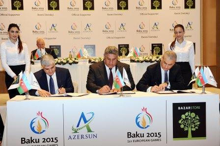 An agreement has been signed between Baku 2015 chief executive Azad Rahimov and representatives from Azersun and Bazarstore ©Baku 2015